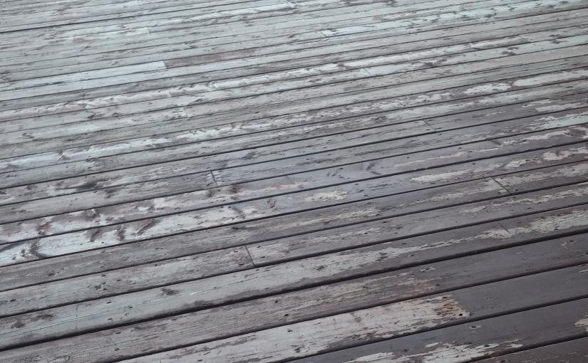 application de teinture sur patio